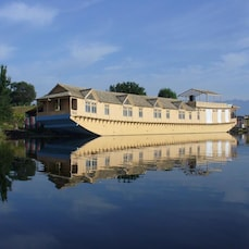 Khilona Group of Houseboats