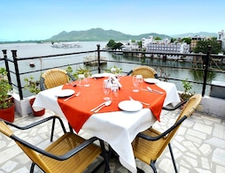 Hotel Pichola Haveli (Lake side)