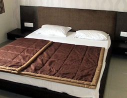 Sai Service Apartment Linking Road