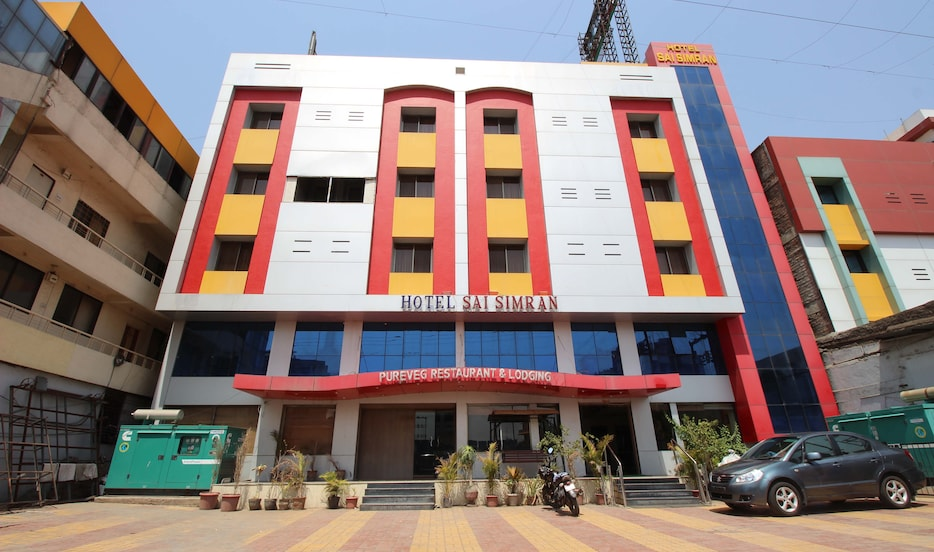 http://imgcld.yatra.com/ytimages/image/upload/c_fill,w_934,h_552/v1431349311/Domestic%20Hotels/Hotels_Shirdi/Hotel%20Sai%20Simran/Overview.jpg