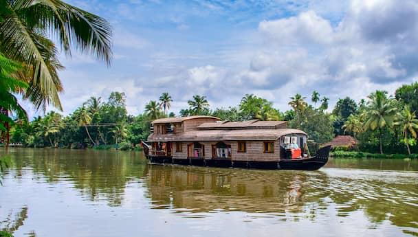 Alluring Munnar & Thekkady Tour