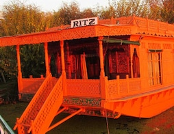 Ritz Houseboat