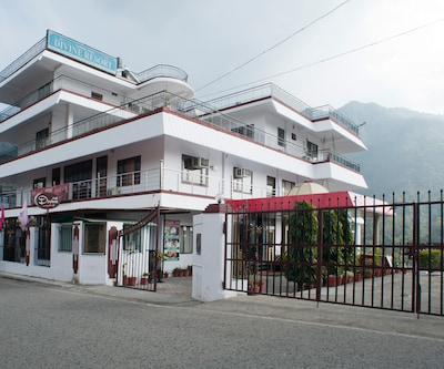 Hotel Divine Resort,Rishikesh