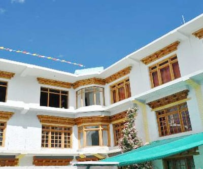 May Flower Hotel,Leh