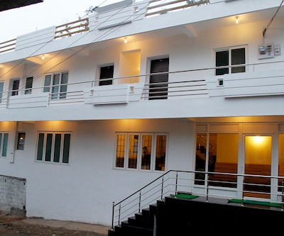 Al Woodlands Residency,Ooty