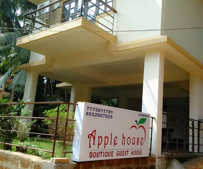 Apple House, Arpora,