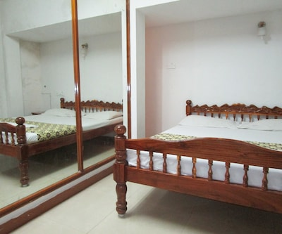 Malar Guest House,Pondicherry