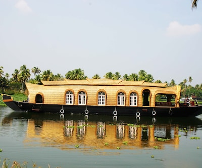 Rosey Houseboats,Alleppey