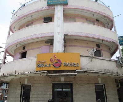 Hotel Deluxe Bar & Restaurant,Indore