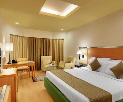 Superior With Breakfast  Wifi, This spacious room offers twin beds or a king-size bed. The guest amenities include 24 hrs room service, complementary breakfast buffet, an Internet service on request, a refrigerator and a complementary fruit basket.