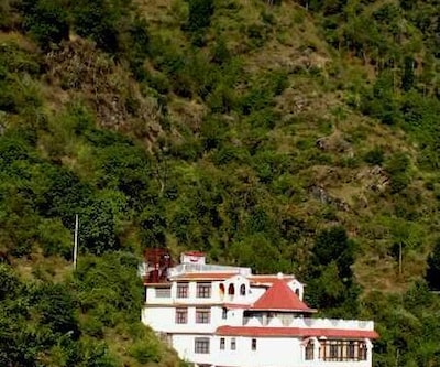 TG Stays Airport Road,Shimla
