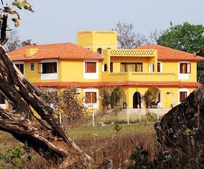 Courtyard House,Kanha