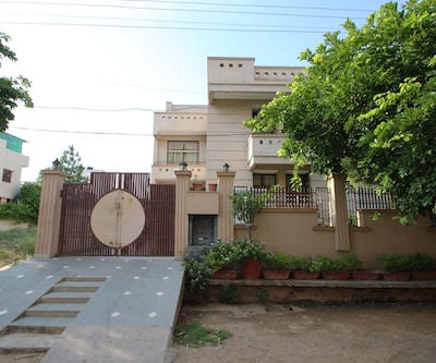 The Dwarka Guest House,Gurgaon