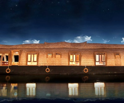 Marvel Cruises,Alleppey
