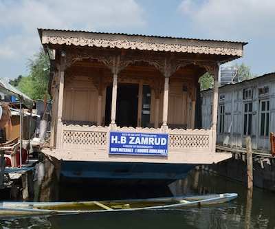 Zamrud Houseboat, Dal Lake,