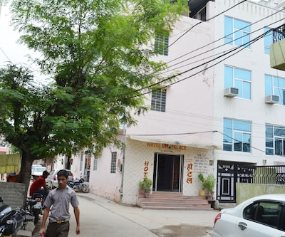 Hotel Om Palace Sain Colony