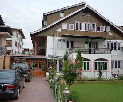 Afreen Guest House,Srinagar