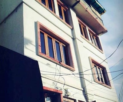TG Stays Buctiwara,Srinagar