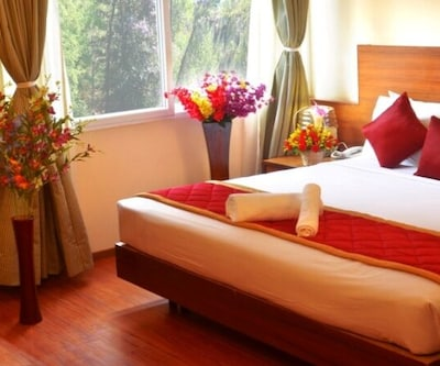 Executive Single Suite Room With Breakfast, https://imgcld.yatra.com/ytimages/image/upload/c_fill,w_400,h_333/v1440397516/Domestic Hotels/Hotels_Bangalore/The Chevron Brigade/bedroom_1.jpg
