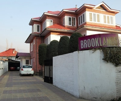Hotel Brooklands,Srinagar
