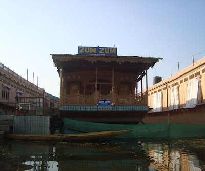 Zum Zum Houseboat, Dal Lake,