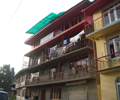 Iqbal Guest House,Srinagar
