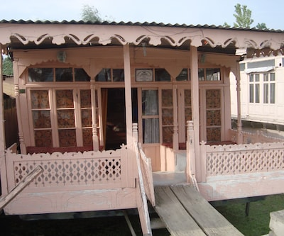 Martanda Houseboat,Srinagar