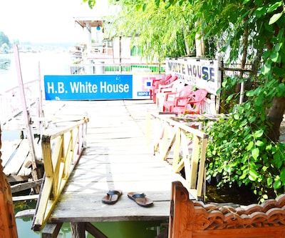 New White House Houseboat,Srinagar