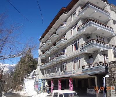 Chichoga Holiday Inn,Manali