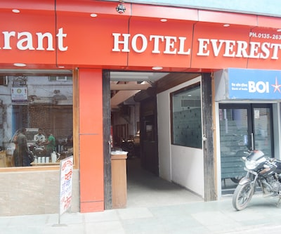 Hotel Everest, Kulri,