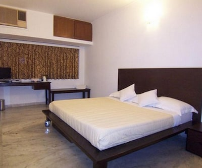 Tulsi Guest House,Surat