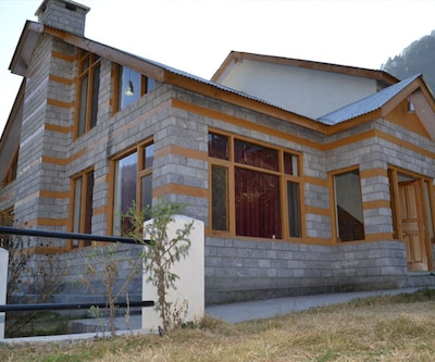 TG Stays Club House Road,Manali