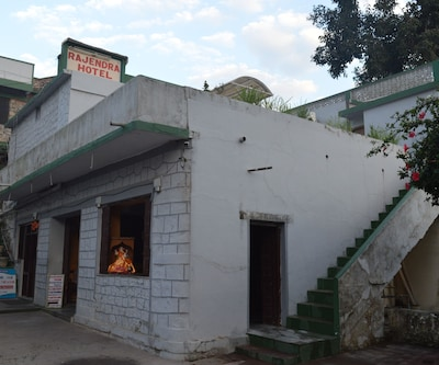 Shree Rajendra Hotel,Mount Abu