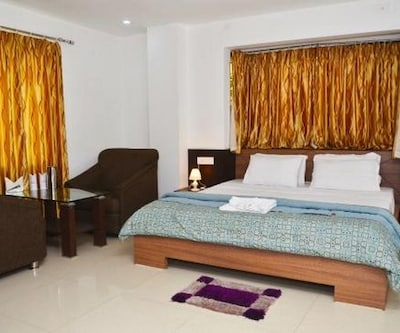 Hotel Food And Banquet Empees,Siliguri