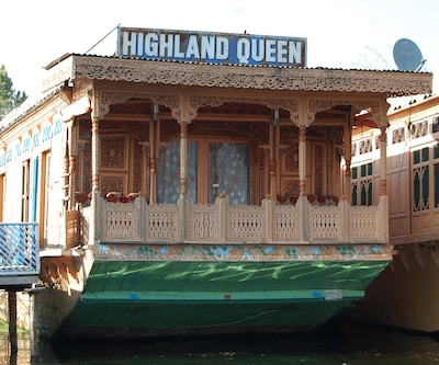 High Land Queen Houseboat,Srinagar