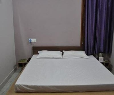 Hotel Puneet, Clock Tower Road,