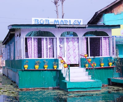 Bob Marley Houseboat, Dal Lake,