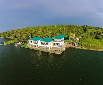 Kadavil Lakeshore Resort,Alleppey