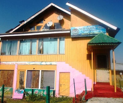 Hotel New Mount View,Gulmarg