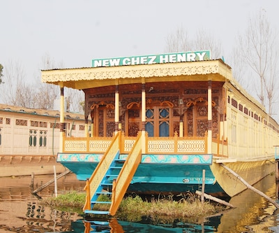 TG Stays GATE NO. 15, Dal Lake,