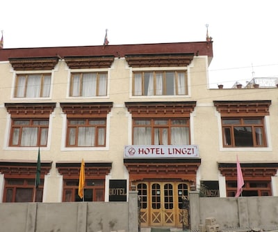 Hotel Lingzi, Fort Road,