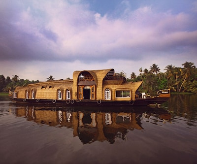Lakelands Cruise,Alleppey