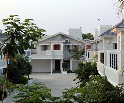 Meenakshi Holiday Farm House,Chennai