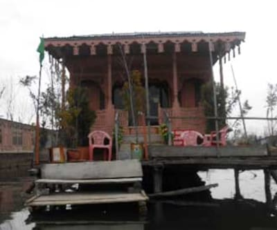 Young Sabeena Houseboat,Srinagar