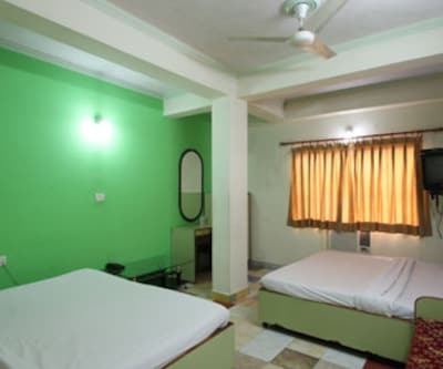 Hotel Delux Plaza, Fatehabad Road,