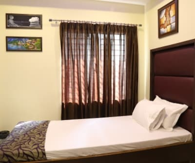 Standard Non AC Room, https://imgcld.yatra.com/ytimages/image/upload/c_fill,w_400,h_333/v1467517820/Domestic Hotels/Hotels_Guwahati/Hotel M.M/Standard Non AC Room/Standard_Non_AC_Room_6MAgKN.jpg