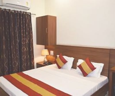Deluxe Double Bed Room Only, https://imgcld.yatra.com/ytimages/image/upload/c_fill,w_400,h_333/v1467517862/Domestic Hotels/Hotels_Amritsar/Hotel Palace/Super Deluxe Room/Super_Deluxe_Room_uH5KEi.jpg