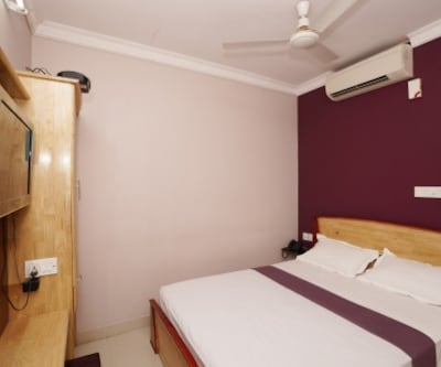 Deluxe A/c Single Room, https://imgcld.yatra.com/ytimages/image/upload/c_fill,w_400,h_333/v1467518553/Domestic Hotels/Hotels_Chennai/The Mount Regency/Deluxe A/c Room/Deluxe_A/c_Room_Y6xE9u.jpg