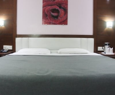 Deluxe Double Room - Room Only, https://imgcld.yatra.com/ytimages/image/upload/c_fill,w_400,h_333/v1467519831/Domestic Hotels/Hotels_Amritsar/Hotel Raj Continental/Deluxe Double Room/Deluxe_Double_Room_Gmuqlq.jpg