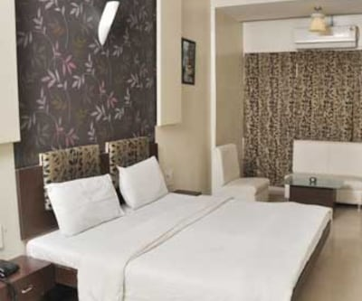 Hotel Raj (Purohit Group), Station Road,